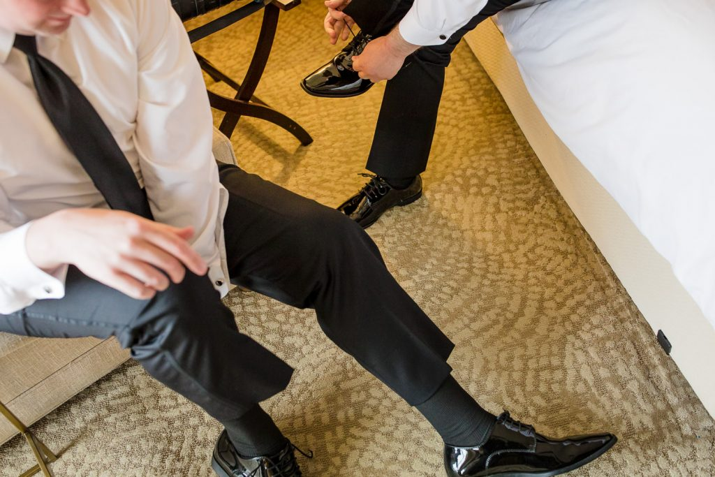 The groom gets ready at the newport marriott