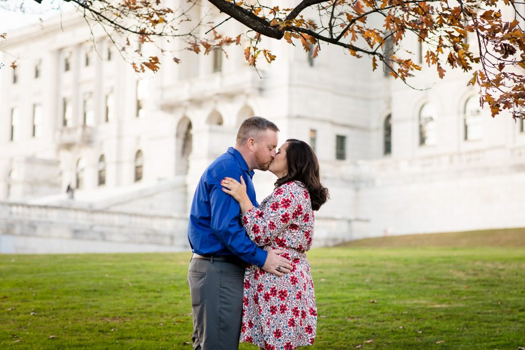 couple kiss in front of rhode island state house